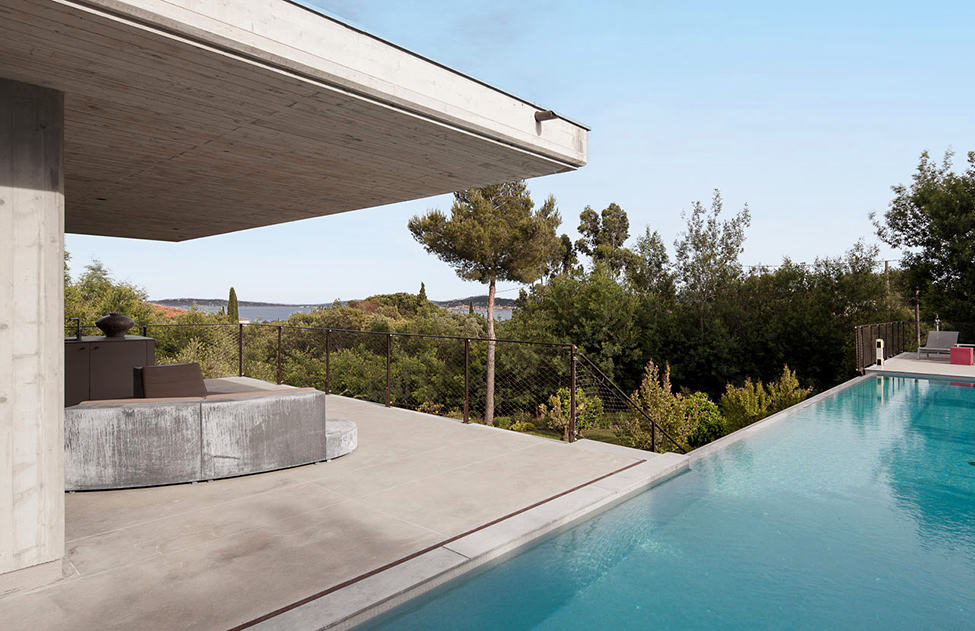 Bold Concrete and Glass Composition in a Private Saint-Tropez Residence (2)