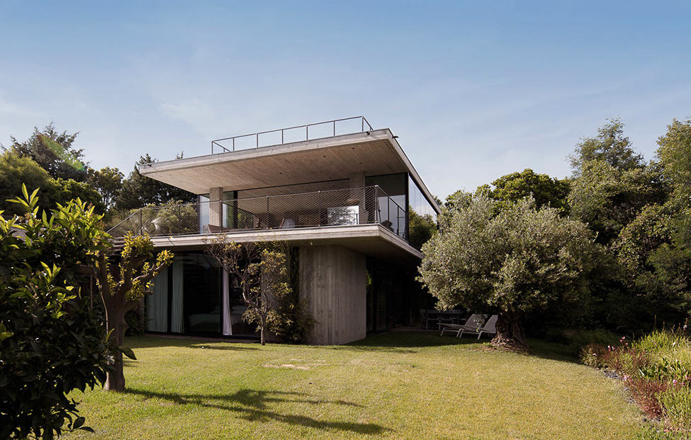 Bold Concrete and Glass Composition in a Private Saint-Tropez Residence (3)