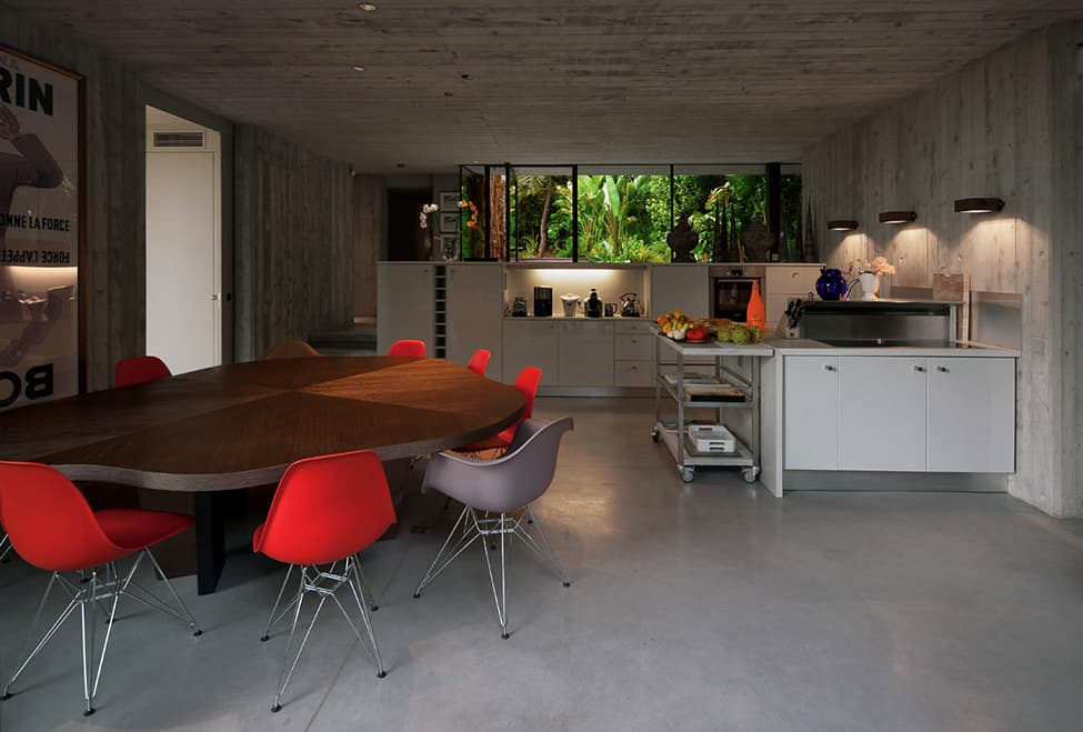 Bold Concrete and Glass Composition in a Private Saint-Tropez Residence (9)