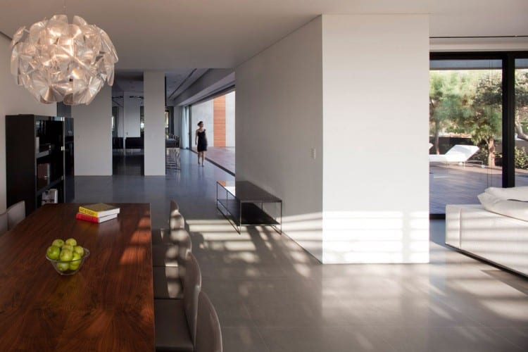 Concrete Beach Home in Israel Designed by Pitsou Kedem Architect homesthetics (12)
