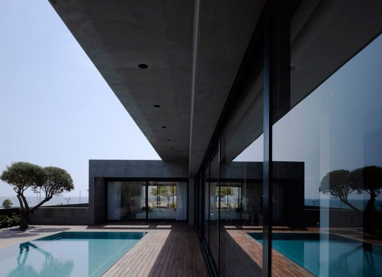 Concrete Beach Home in Israel Designed by Pitsou Kedem Architect homesthetics (13)