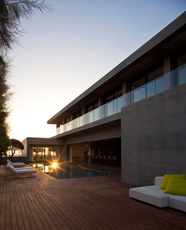 Concrete Beach Home in Israel Designed by Pitsou Kedem Architect homesthetics (15)