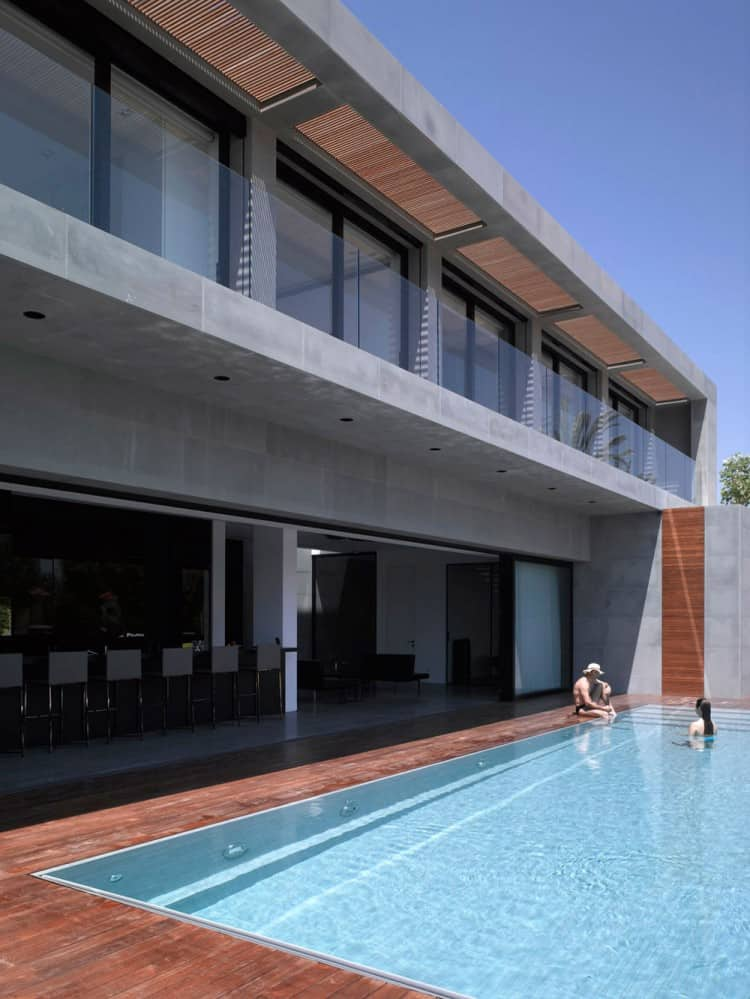 Concrete Beach Home in Israel Designed by Pitsou Kedem Architect homesthetics (8)