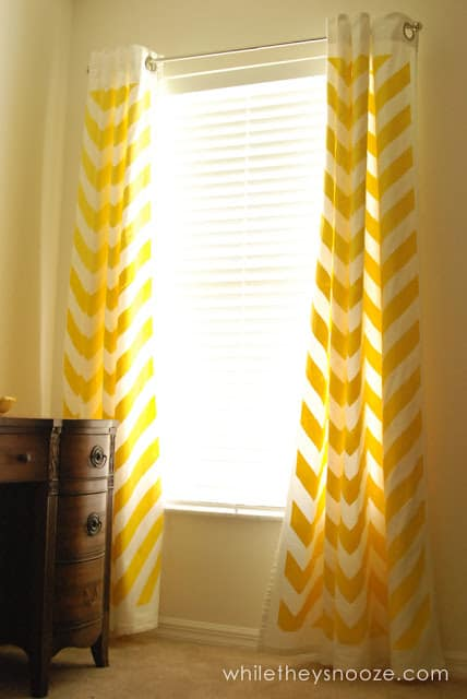 DIY CHEVRON CURTAIN