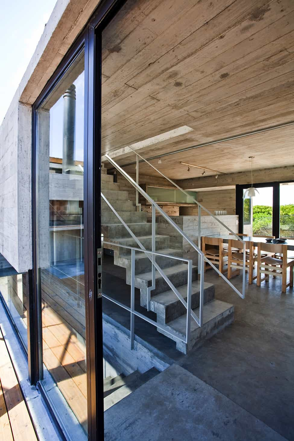 Industrial Aesthetic Values in a Beach Home by BAK Architects (12)