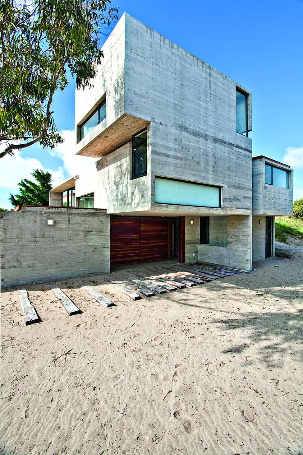 Industrial Aesthetic Values in a Beach Home by BAK Architects (2)