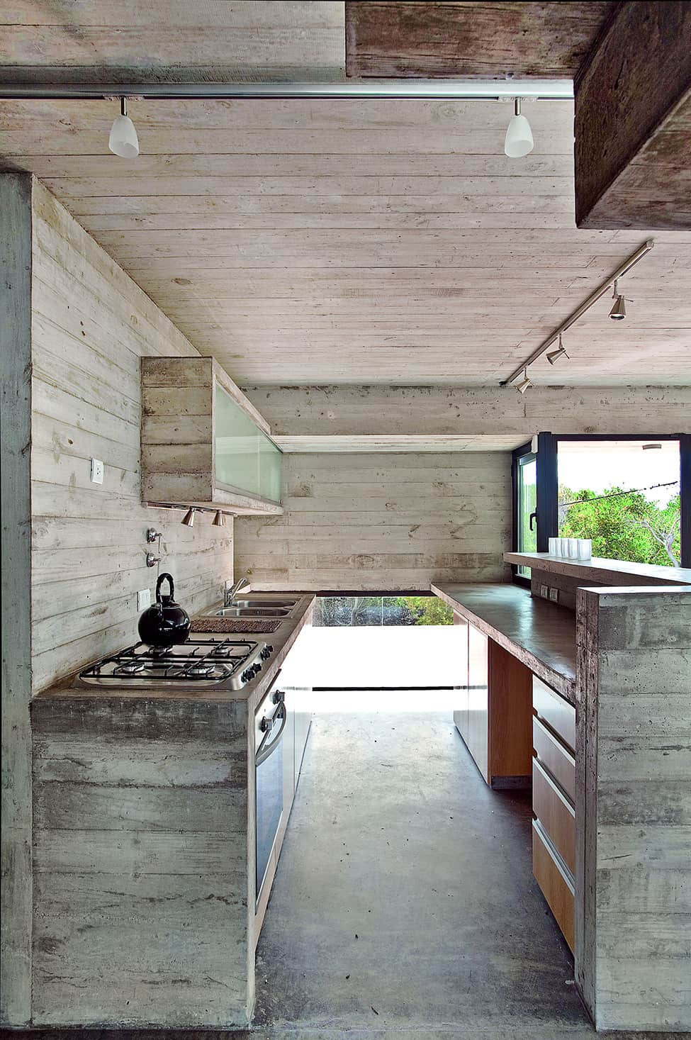 Industrial Aesthetic Values in a Beach Home by BAK Architects (22)