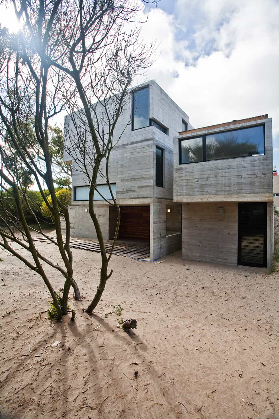 Industrial Aesthetic Values in a Beach Home by BAK Architects (24)