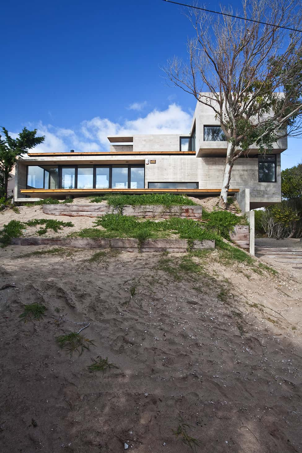 Industrial Aesthetic Values in a Beach Home by BAK Architects (26)