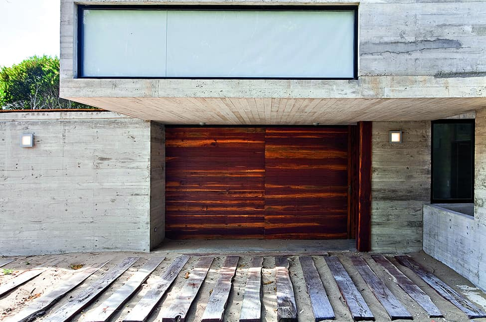 Industrial Aesthetic Values in a Beach Home by BAK Architects (3)