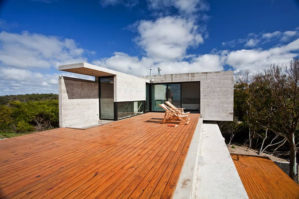Industrial Aesthetic Values in a Beach Home by BAK Architects (8)