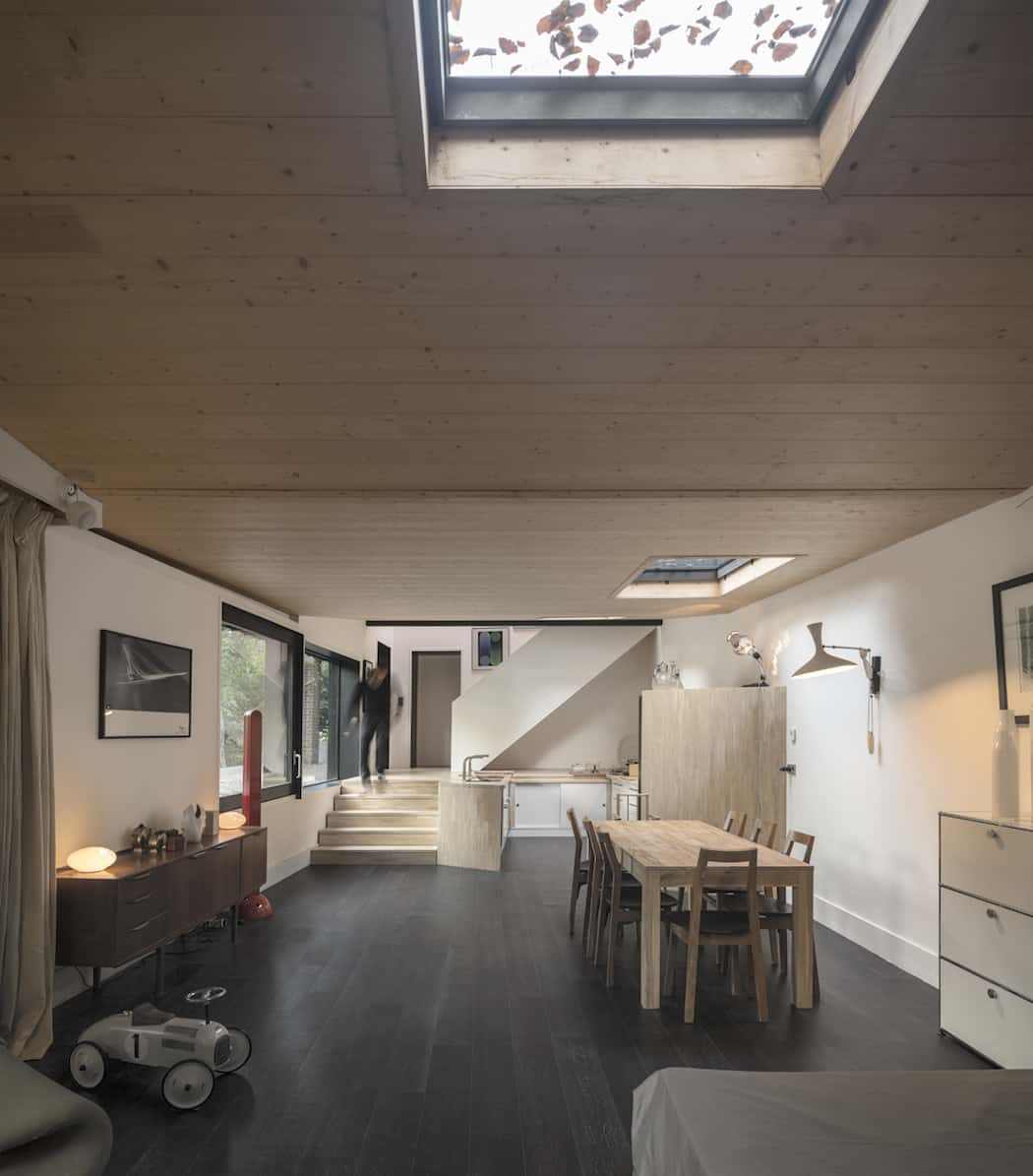 Marchi_BlackHouse_Enchanting_Timber_Home_Nestled_in_The Forests of Normandy01-1050x742 (8)