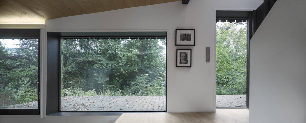 Marchi_BlackHouse_Enchanting_Timber_Home_Nestled_in_The Forests of Normandy01-1050x742 (9)