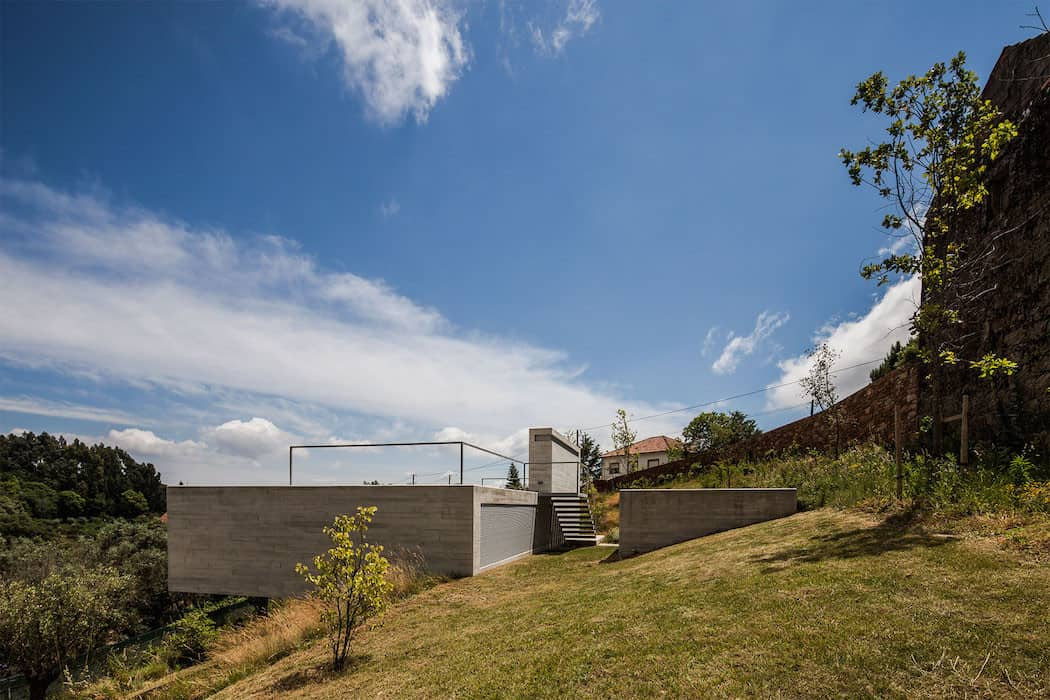 Modern Mansion With Rooftop Pool Adorn in Portugal homesthetics (4)