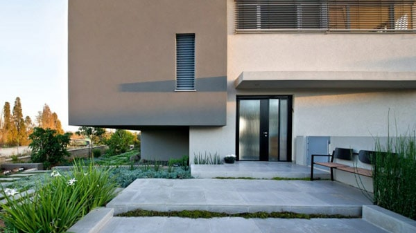 Simple Modern Home in Israel by Sharon Neuman Architects (3)