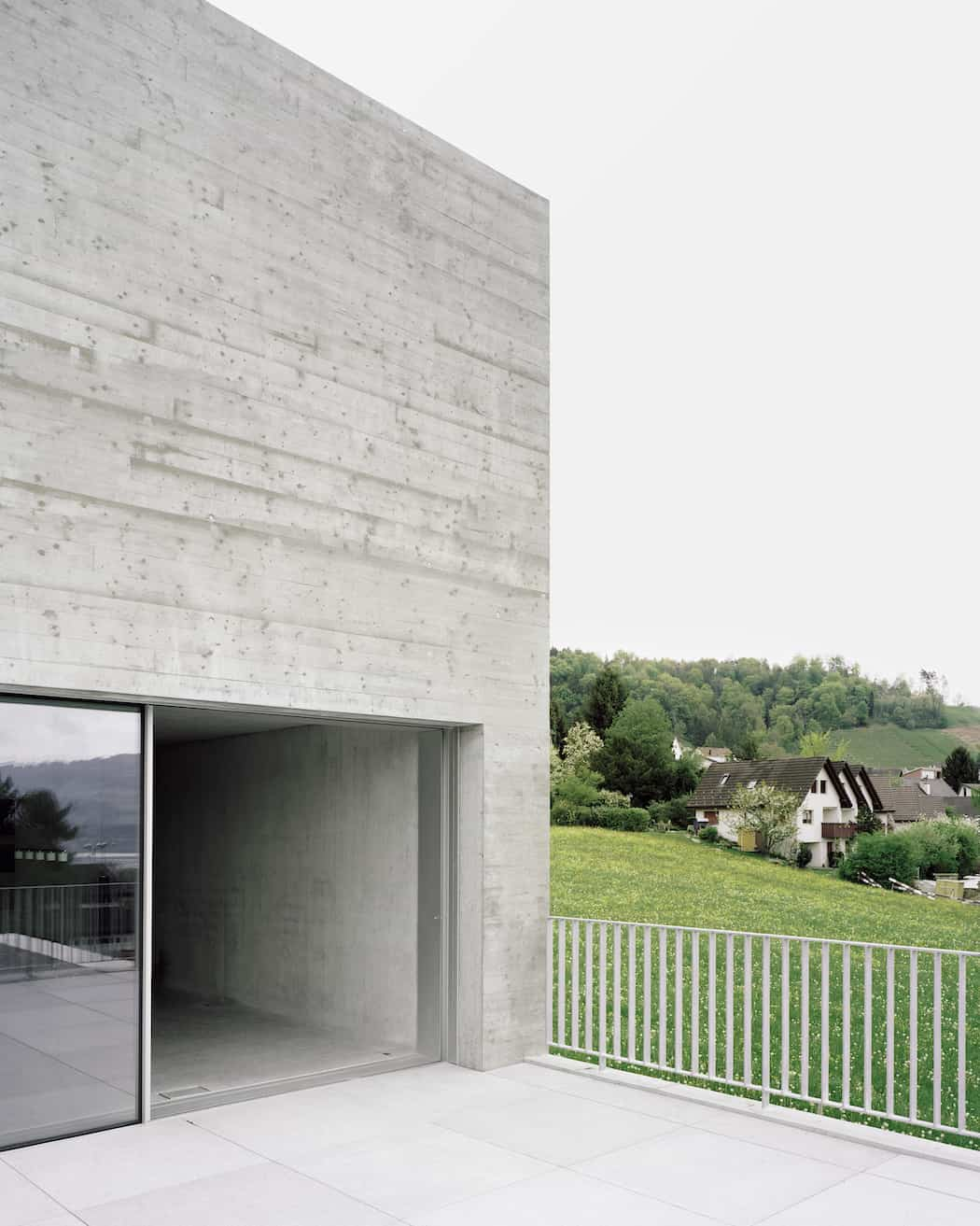 Simple and Elegant Swiss Concrete Residence by E2A (3)