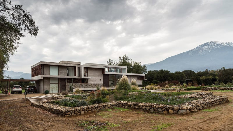 Stunning Concrete Home In Chile by Chauriye Stäger Architects (2)