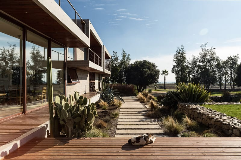 Stunning Concrete Home In Chile by Chauriye Stäger Architects (5)