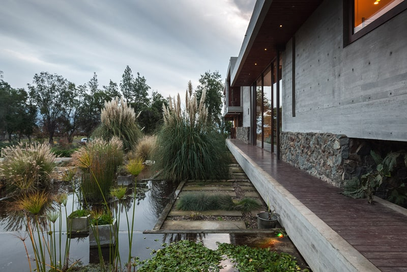 Stunning Concrete Home In Chile by Chauriye Stäger Architects (7)