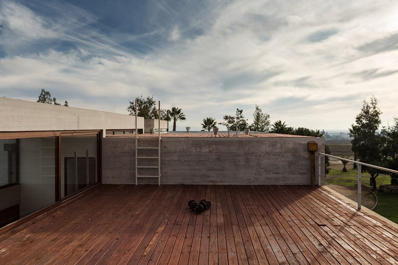 Stunning Concrete Home In Chile by Chauriye Stäger Architects (9)