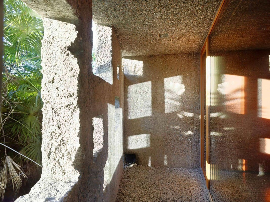 Tiny Bunker Home Transformed Into a Mesmerizing Refuge (13)