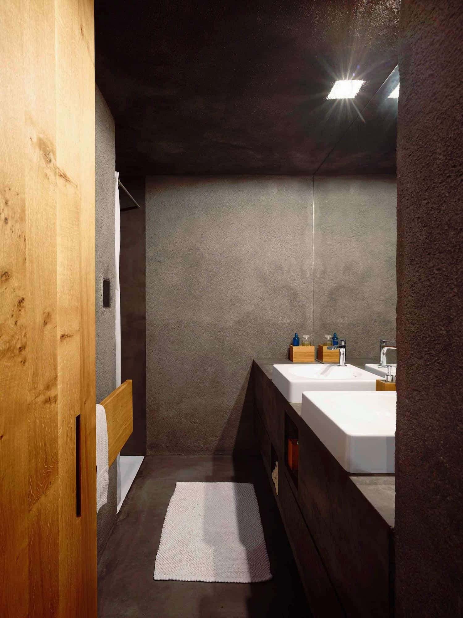 Tiny Bunker Home Transformed Into a Mesmerizing Refuge (14)