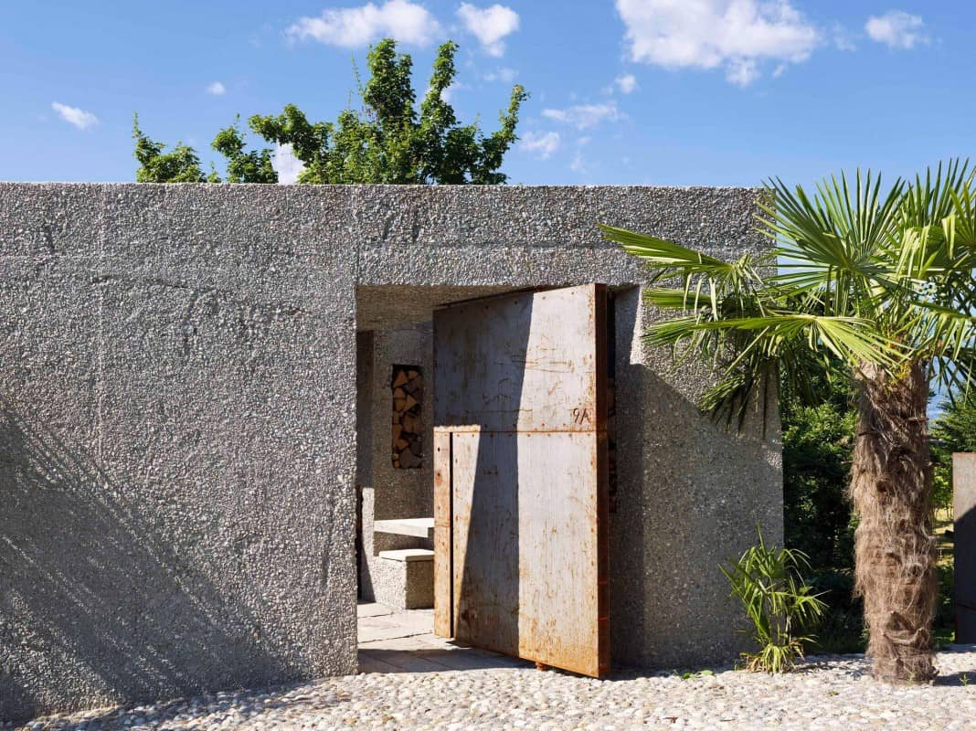 Tiny Bunker Home Transformed Into a Mesmerizing Refuge (3)