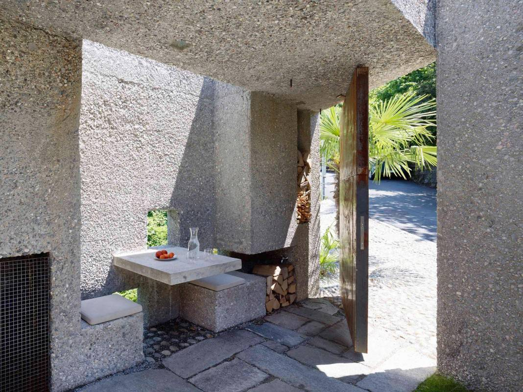 Tiny Bunker Home Transformed Into a Mesmerizing Refuge (4)