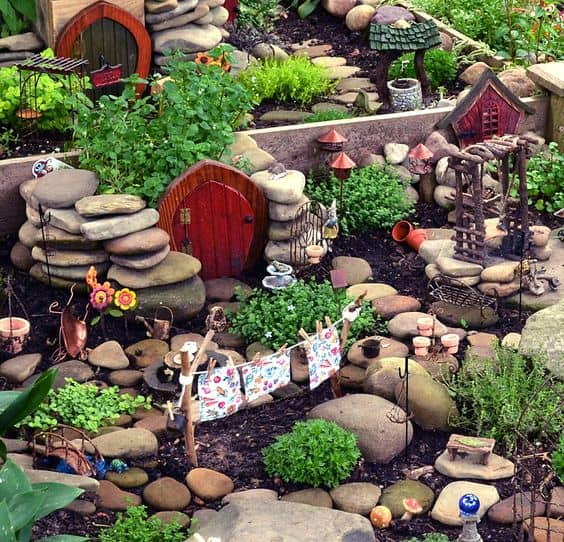 16 Do It Yourself Fairy Garden Ideas For Kids (1)