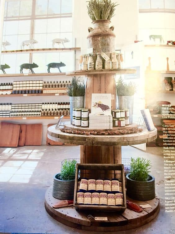 16. A WONDERFUL STACKED SPOOL TABLES DESIGN FOR PRODUCT DISPLAY