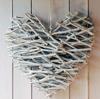Beautiful DIY Heart Crafts For The Romantic In You-homesthetics (11)