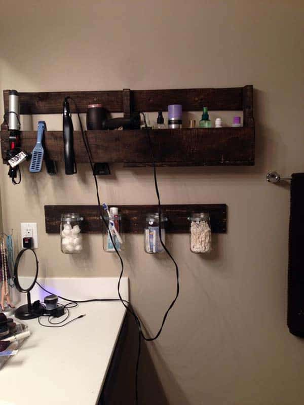 20. USE MASON JARS AND PALLETS TO ORGANIZE THINGS THOROUGHLY