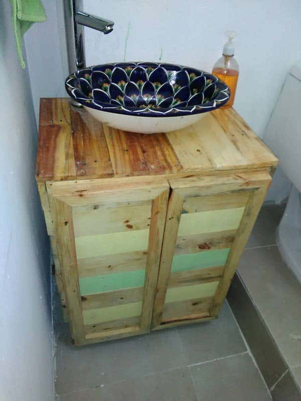 21. NESTLE A SCULPTURAL SINK ON SALVAGED WOOD AND MAKE A VANITY CABINET