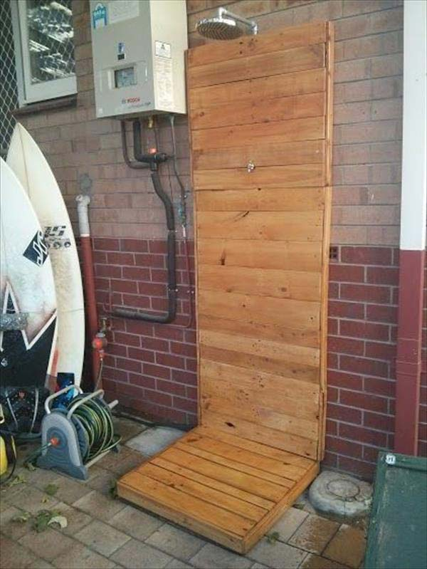 3. USE WOOD TO SHAPE AN OUTDOOR SHOWER WITH EASE