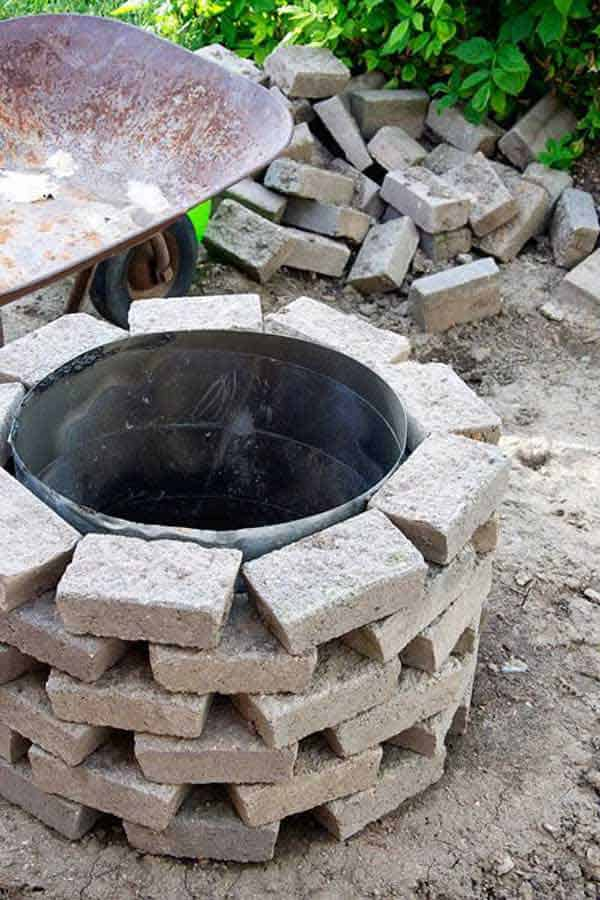 SIMPLE DIY FIRE PIT TO REALIZE IN 15 MINUTES