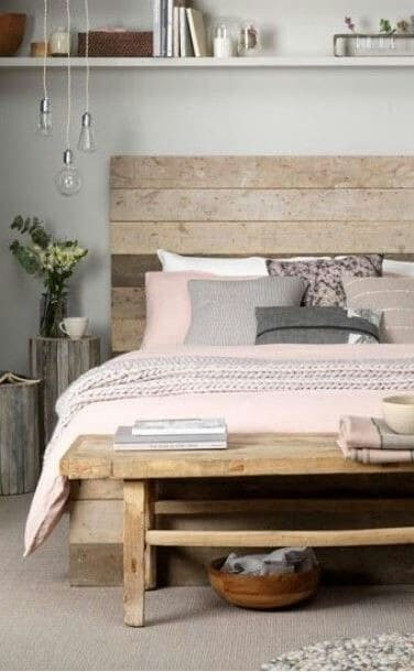 8. DELICATE FEMININE PALLET WOOD BED