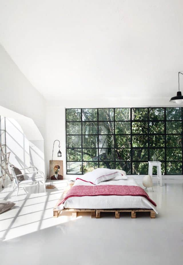 10. THE PERFECT BED FRAME DESIGN FOR AN AIRY LARGE MODERN BEDROOM
