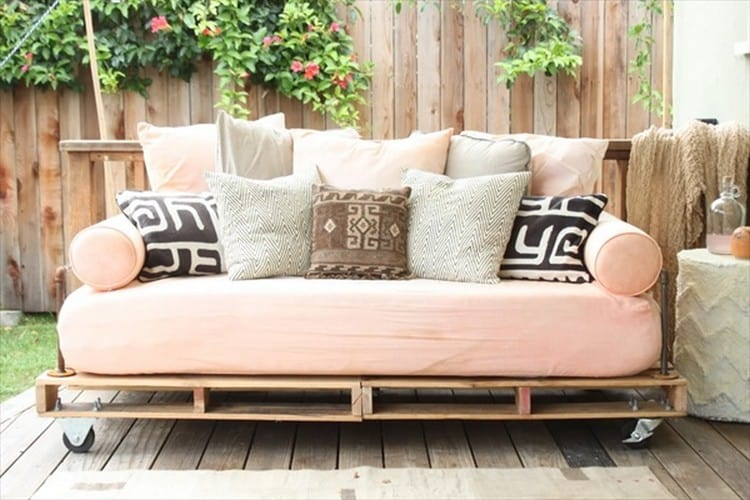 35. FEMININE OUTDOORS PALLET FRAME SOFA