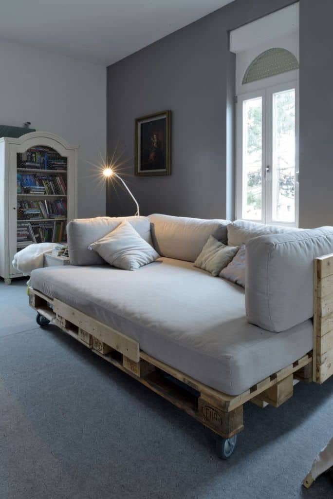 37. A COZY PALLET DAY BED PERFECT FOR A SMALL LIVING ROOM