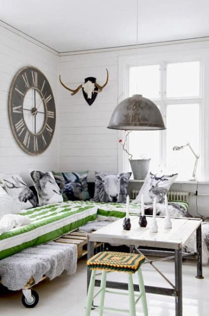 24. A DAY PALLET BED FRAME WITH ACCENT DECORATIVE PILLOWS