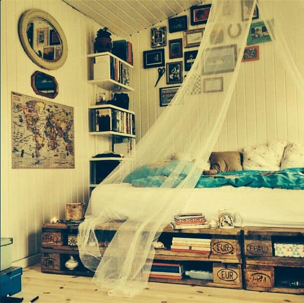 26. BOHEMIAN CHIC COZY BEDROOM CORNER