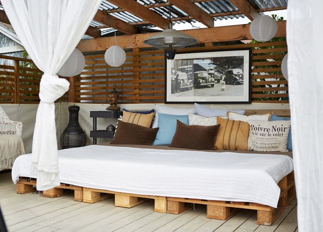 39. THE SIMPLEST CHOICE TO ADOPT FOR AN OUTDOORS DAY BED ZONE