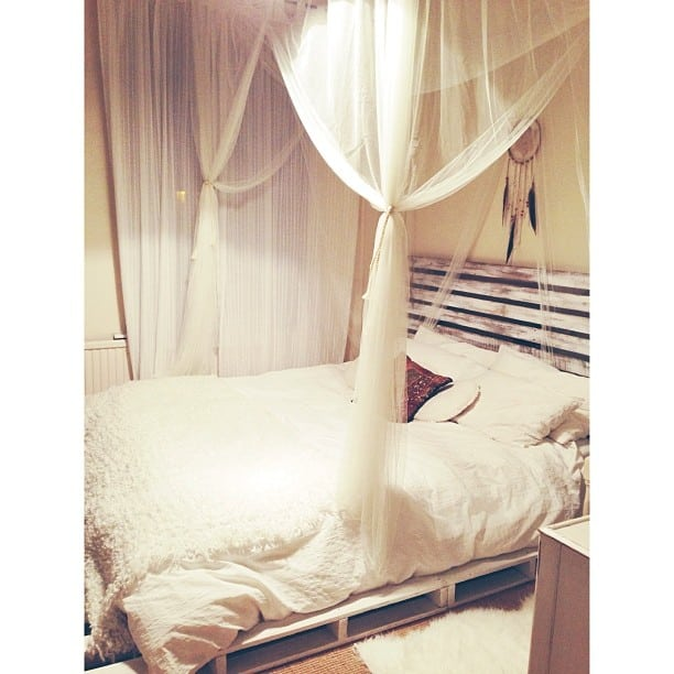 SIMPLE COZY PALLET CANOPY BED