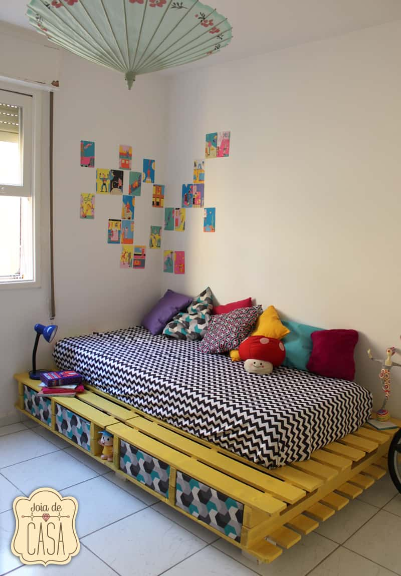 A COLORFUL FUN APPROACH TO A KID'S BED FRAME