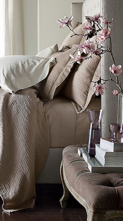 THE COMFORTABLE TAUPE BEDROOM DESIGN-homesthetics (2)