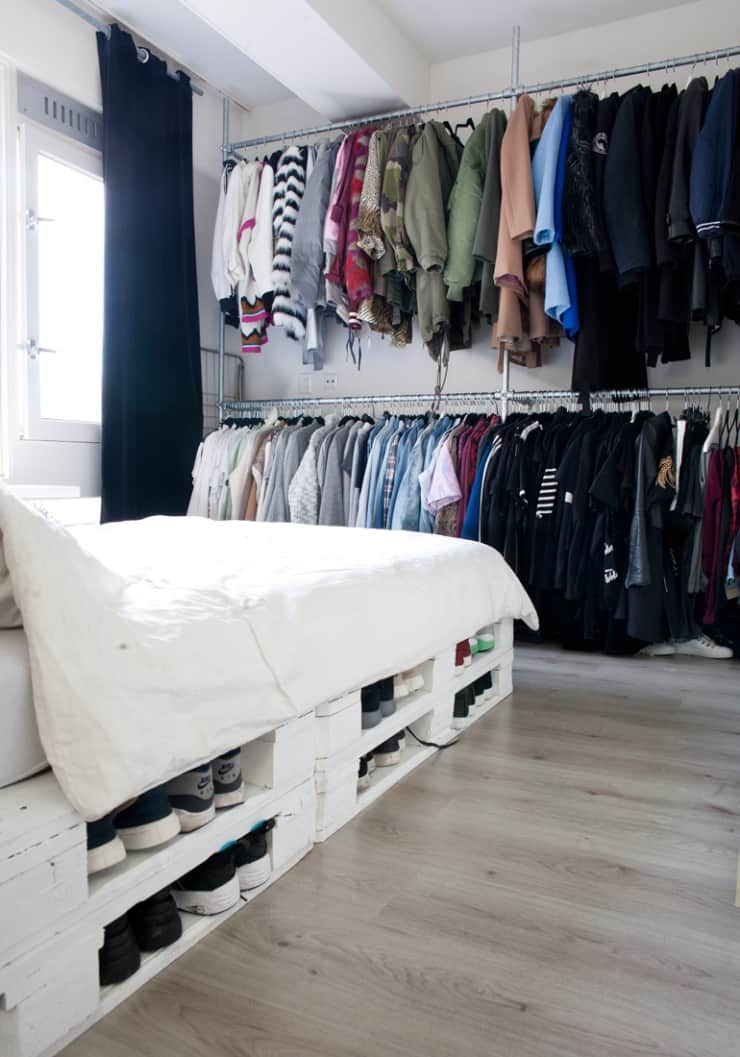21. PALLET BED OFFERING STORAGE SPACE