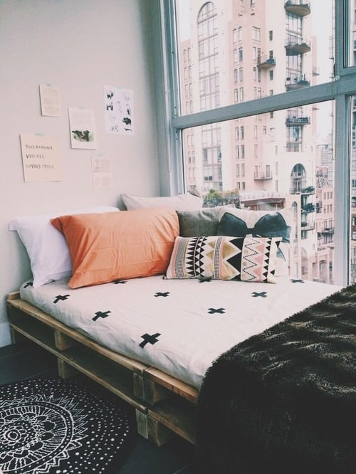 Spectacular  narrow pallet bed overlooking the city