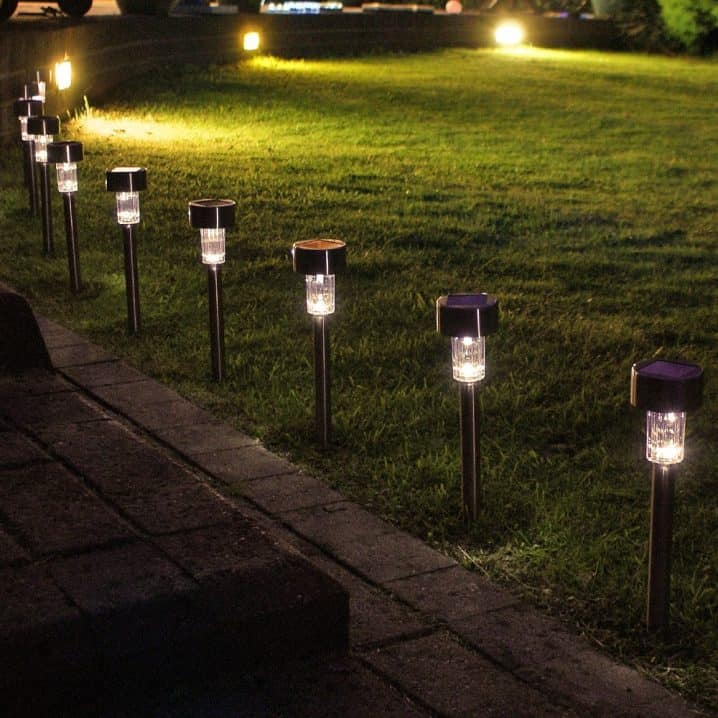 10 Beautiful Ways To Add Light on Your Garden Paths (8)