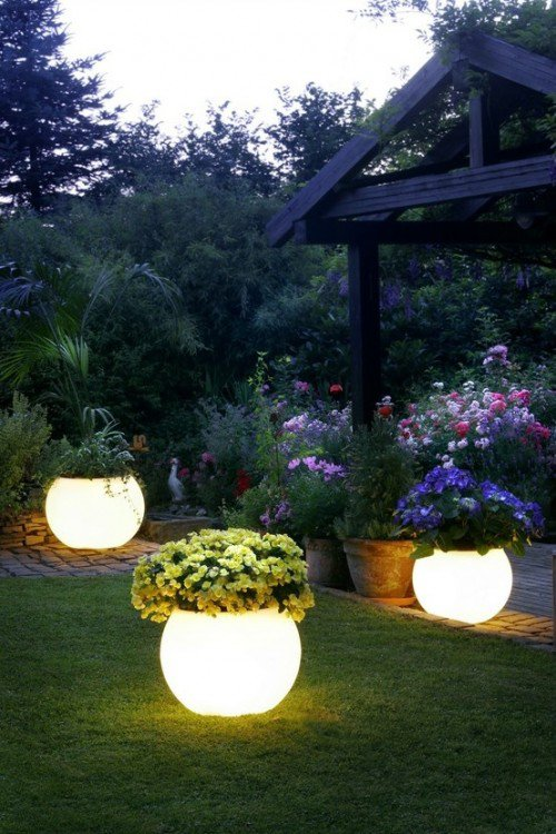 10 Beautiful Ways To Add Light on Your Garden Paths (9)