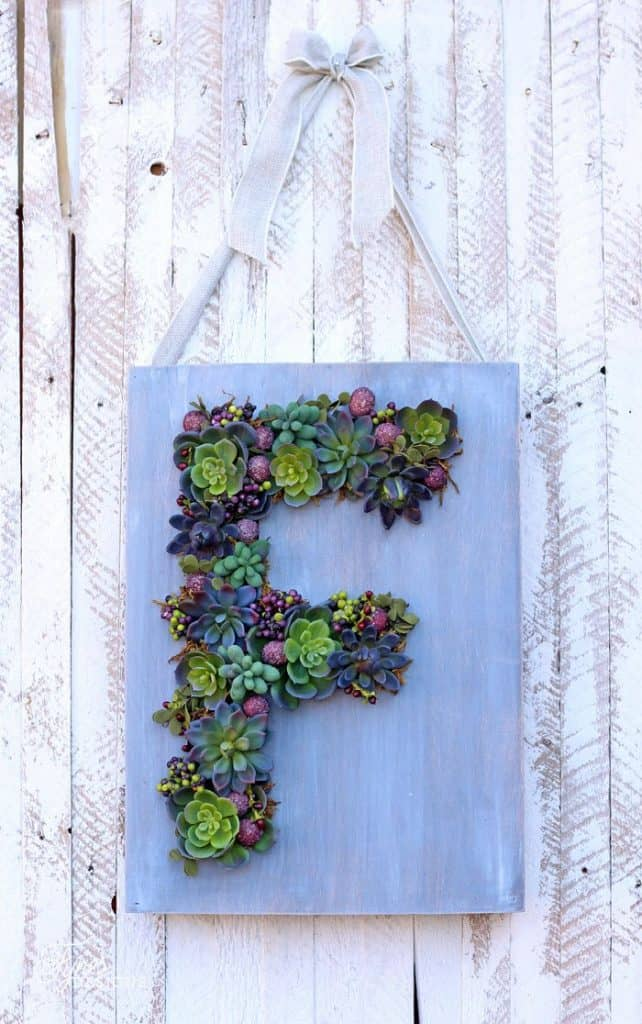 15 Spectacular Succulent Wreaths and Monograms That Will Transform Your Porch (11)